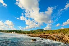 Παραλία LE Bombarde κάτω από έναν νεφελώδη ουρανό Στοκ φωτογραφία με δικαίωμα ελεύθερης χρήσης