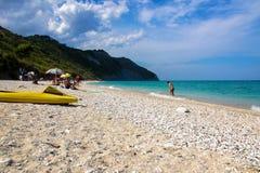 Παραλία Mezzavalle κοντά στη Ανκόνα στην περιοχή του Marche Πάρκο φύσης Conero Στοκ Εικόνες