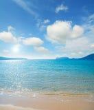 Παραλία Mugoni κάτω από έναν νεφελώδη ουρανό Στοκ εικόνες με δικαίωμα ελεύθερης χρήσης