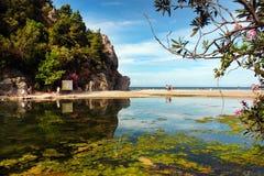 Παραλία Olympos κοντά στο χωριό Cirali στον τρόπο Lycian, Τουρκία Στοκ Φωτογραφία