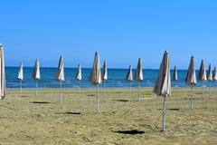 παραλία parasols στοκ φωτογραφίες