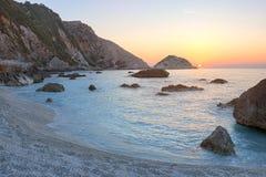 Παραλία Petani στο ηλιοβασίλεμα, Kefalonia, Ελλάδα Στοκ φωτογραφία με δικαίωμα ελεύθερης χρήσης