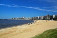 Παραλία Pocitos κατά μήκος της τράπεζας του Ρίο de Λα Plata σε Montevide Στοκ Φωτογραφίες