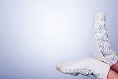 Παραδίδει τα γάντια κουζινών Στοκ φωτογραφία με δικαίωμα ελεύθερης χρήσης
