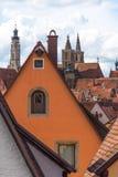 Παραδοσιακά γερμανικά σπίτια με το μπλε ουρανό Στοκ Φωτογραφίες