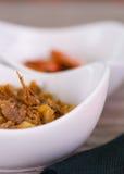 Παραδοσιακά εύγευστα arepas, τεμαχισμένο τυρί αβοκάντο κοτόπουλου και τυριού Cheddar και τεμαχισμένο βόειο κρέας Στοκ Εικόνες