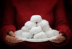 Παραδοσιακά ελληνικά βουτύρου μπισκότα Kourabiedes στοκ φωτογραφίες με δικαίωμα ελεύθερης χρήσης