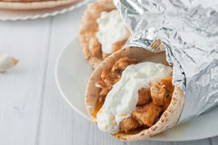 Παραδοσιακά ελληνικά τρόφιμα, souvlaki γνωστό επίσης όπως Στοκ εικόνα με δικαίωμα ελεύθερης χρήσης