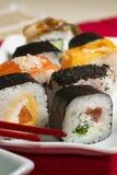 Παραδοσιακά ιαπωνικά σούσια τροφίμων Ιαπωνικά σούσια κινηματογραφήσεων σε πρώτο πλάνο σε ένα BAM Στοκ εικόνες με δικαίωμα ελεύθερης χρήσης