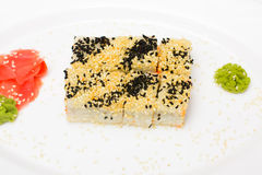 Παραδοσιακά ιαπωνικά σούσια τροφίμων Ιαπωνικά σούσια κινηματογραφήσεων σε πρώτο πλάνο σε ένα whi Στοκ φωτογραφία με δικαίωμα ελεύθερης χρήσης