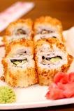 Παραδοσιακά ιαπωνικά σούσια τροφίμων. Στοκ εικόνα με δικαίωμα ελεύθερης χρήσης