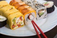 Παραδοσιακά ιαπωνικά σούσια τροφίμων Στοκ φωτογραφία με δικαίωμα ελεύθερης χρήσης