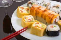 Παραδοσιακά ιαπωνικά σούσια τροφίμων Στοκ εικόνα με δικαίωμα ελεύθερης χρήσης