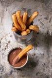 Παραδοσιακά ισπανικά churros με τη σοκολάτα Στοκ φωτογραφίες με δικαίωμα ελεύθερης χρήσης