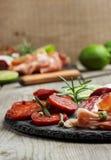 Παραδοσιακά ισπανικά tapas ή ιταλικό antipasti Στοκ φωτογραφία με δικαίωμα ελεύθερης χρήσης