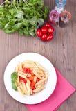 Παραδοσιακά ιταλικά ζυμαρικά με τις ντομάτες Στοκ Φωτογραφίες
