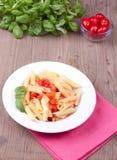 Παραδοσιακά ιταλικά ζυμαρικά με τις ντομάτες Στοκ φωτογραφία με δικαίωμα ελεύθερης χρήσης