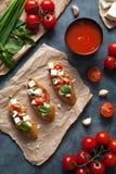 Παραδοσιακά ιταλικά τρόφιμα πρόχειρων φαγητών antipasti Bruschetta Στοκ Εικόνα