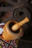 Παραδοσιακά κονίαμα και γουδοχέρι Στοκ Φωτογραφίες