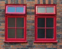 Παραδοσιακά κόκκινα αγγλικά παράθυρα στοκ εικόνα