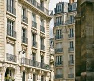 Παραδοσιακά παρισινά κατοικημένα κτήρια Γαλλία Παρίσι Στοκ φωτογραφία με δικαίωμα ελεύθερης χρήσης
