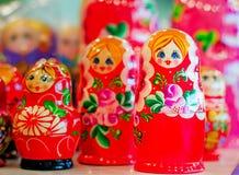 Παραδοσιακά ρωσικά παιχνίδια για τα παιδιά - τοποθετημένες κούκλες κουκλών Στοκ φωτογραφίες με δικαίωμα ελεύθερης χρήσης