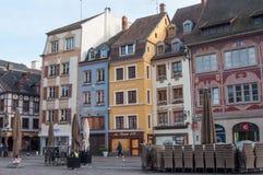 Παραδοσιακά σπίτια και καταστήματα στο κύριο τετράγωνο στη Μυλούζ, Αλσατία, Γαλλία Στοκ φωτογραφίες με δικαίωμα ελεύθερης χρήσης