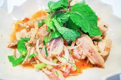 Παραδοσιακά ταϊλανδικά τρόφιμα αποκαλούμενα χοιρινό κρέας Namtok Στοκ εικόνα με δικαίωμα ελεύθερης χρήσης