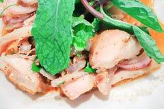 Παραδοσιακά ταϊλανδικά τρόφιμα αποκαλούμενα χοιρινό κρέας Namtok Στοκ Φωτογραφίες