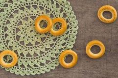 Παραδοσιακά bagels και doily δαντελλών Στοκ Φωτογραφία