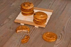 Παραδοσιακά oatmeal μπισκότα με τις σφαίρες σοκολάτας Στοκ Εικόνες