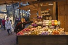 Παραδοσιακές αγορές Χριστουγέννων στη Βουδαπέστη στην πλατεία Vorosmarty (Vorosmarty ter) Στοκ Φωτογραφίες