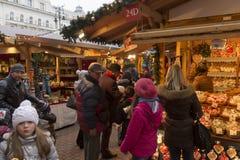 Παραδοσιακές αγορές Χριστουγέννων στη Βουδαπέστη στην πλατεία Vorosmarty (Vorosmarty ter) Στοκ εικόνα με δικαίωμα ελεύθερης χρήσης