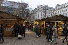 Παραδοσιακές αγορές Χριστουγέννων στη Βουδαπέστη στην πλατεία Vorosmarty (Vorosmarty ter) Στοκ εικόνες με δικαίωμα ελεύθερης χρήσης