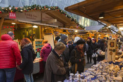 Παραδοσιακές αγορές Χριστουγέννων στη Βουδαπέστη στην πλατεία Vorosmarty (Vorosmarty ter) Στοκ φωτογραφία με δικαίωμα ελεύθερης χρήσης