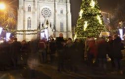 Παραδοσιακές αγορές Χριστουγέννων στο τετράγωνο ειρήνης μπροστά από την εκκλησία Αγίου Ludmila Στοκ Εικόνες