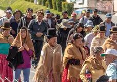 Παραδοσιακές γυναίκες Cholitas στα χαρακτηριστικά ενδύματα κατά τη διάρκεια του 1$ου της παρέλασης Εργατικής Ημέρας Μαΐου - Λα Πα Στοκ Φωτογραφία