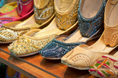 Παραδοσιακές ζωηρόχρωμες αραβικές παντόφλες Στοκ Εικόνα