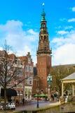Παραδοσιακές σπίτια και εκκλησία μέσα κεντρικός του Λάιντεν, Κάτω Χώρες Στοκ Εικόνες