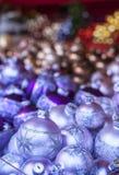 Παραδοσιακές σφαίρες Χριστουγέννων με τη διακόσμηση Στοκ φωτογραφία με δικαίωμα ελεύθερης χρήσης