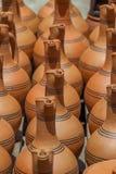Παραδοσιακές της Γεωργίας κανάτες αργίλου για την πώληση στο χωριό Shrosh Στοκ Εικόνες