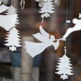 Παραδοσιακή έκθεση διασκέδασης χειμερινών χωρών των θαυμάτων του Χάιντ Παρκ με τους στάβλους τροφίμων και ποτών, ιπποδρόμια, βραβ Στοκ εικόνες με δικαίωμα ελεύθερης χρήσης