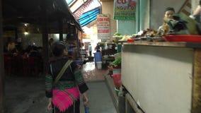 Παραδοσιακή αγορά φυλών λόφων Hmong σε Sapa απόθεμα βίντεο
