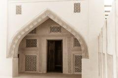 Παραδοσιακή αραβική σχηματισμένη αψίδα είσοδος Στοκ φωτογραφία με δικαίωμα ελεύθερης χρήσης