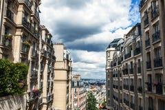 Παραδοσιακή αρχιτεκτονική των κατοικημένων κτηρίων Γαλλία Παρίσι Στοκ φωτογραφίες με δικαίωμα ελεύθερης χρήσης