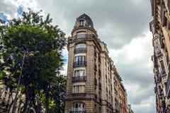 Παραδοσιακή αρχιτεκτονική των κατοικημένων κτηρίων Γαλλία Παρίσι Στοκ εικόνες με δικαίωμα ελεύθερης χρήσης