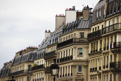 Παραδοσιακή γαλλική αρχιτεκτονική σπίτι Παρίσι Παρισινό κτήριο Στοκ φωτογραφίες με δικαίωμα ελεύθερης χρήσης