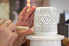 Παραδοσιακή εργασία χεριών κεραμικής, κατασκευή πορσελάνης Herend, Ουγγαρία, Ευρώπη Στοκ Φωτογραφία