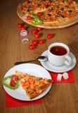 Παραδοσιακή ιταλική πίτσα Στοκ εικόνες με δικαίωμα ελεύθερης χρήσης