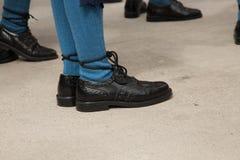 Παραδοσιακή κελτική κινηματογράφηση σε πρώτο πλάνο παπουτσιών γυναικείων καλτσών μαύρη Στοκ φωτογραφία με δικαίωμα ελεύθερης χρήσης
